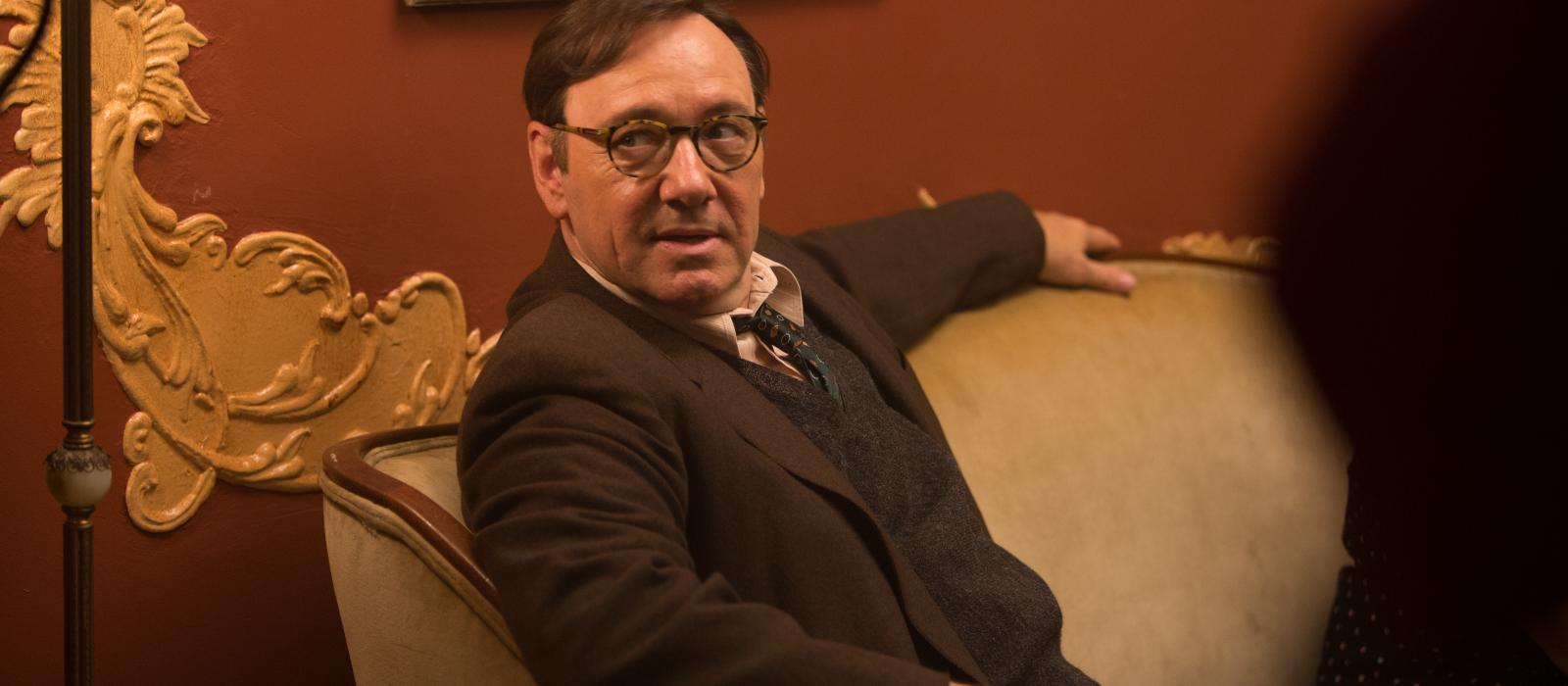 Kevin Spacey interpreta al profesor de JD Salinger.