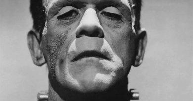 Boris Karloff como Frankenstein