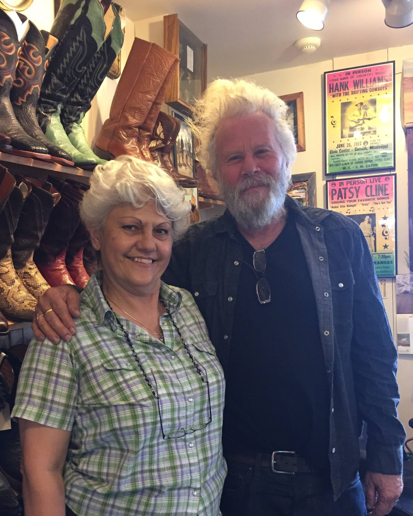 Tom Waits comprándose unas botas en Santa Fe durante el rodaje de The Ballad of Buster Scruggs.
