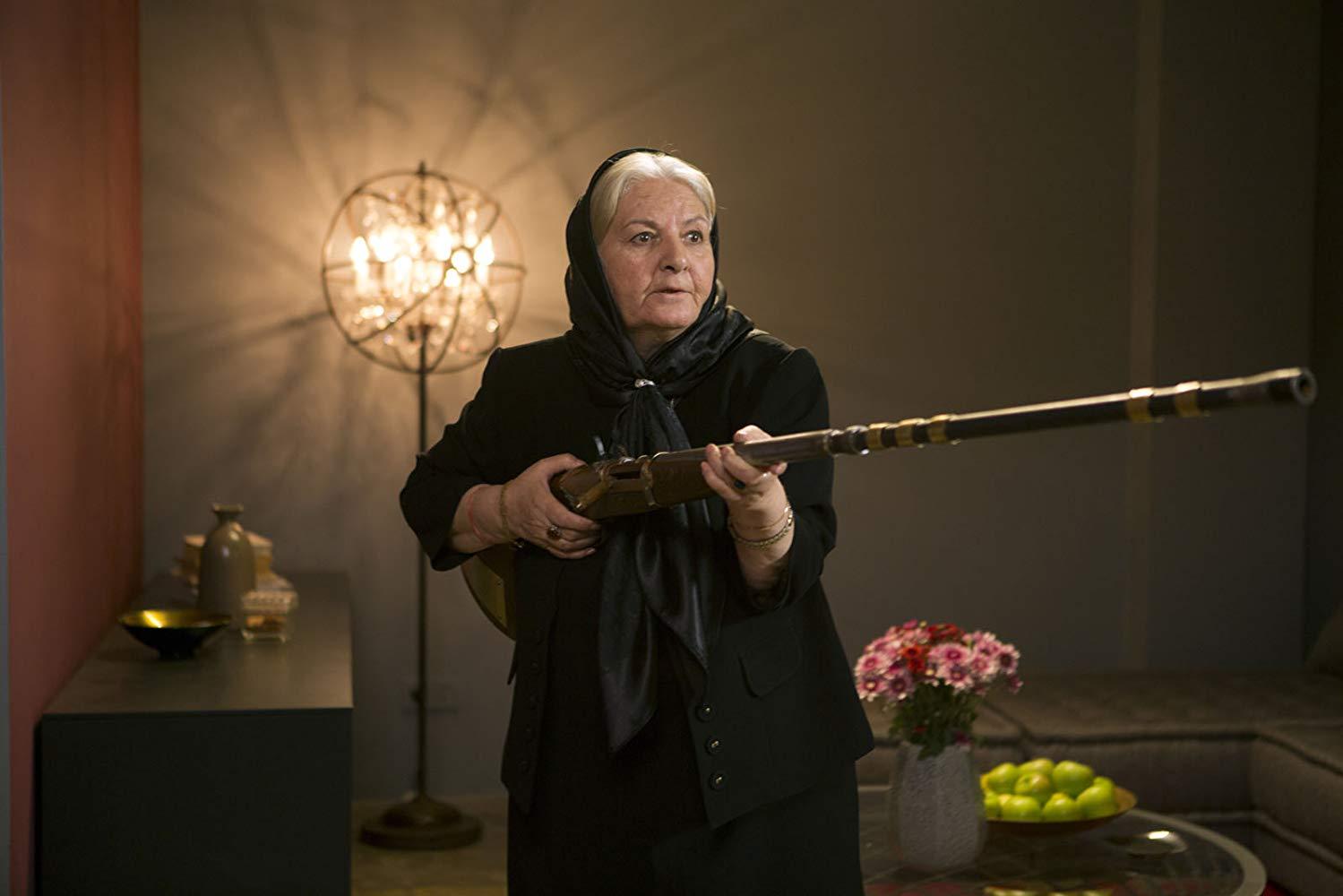 ¡Que se aparte Jamie Lee Curtis! Menudas son las abuelas iranís cuando hay que enfrentarse a un psicópata.
