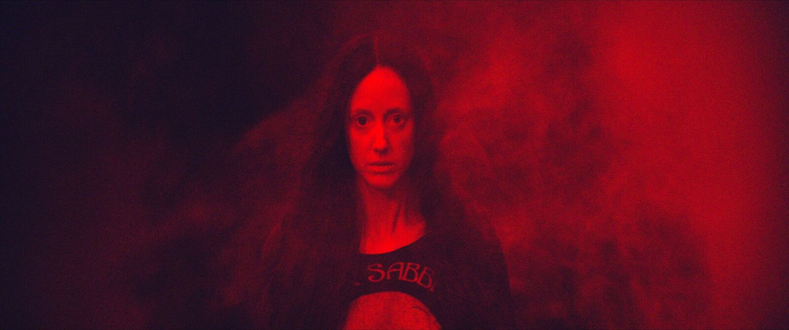 Andrea Riseborough es Mandy.